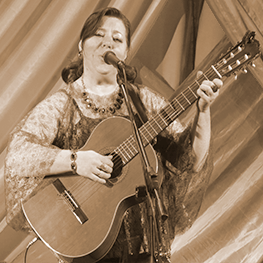 певица и автор песен Елена Макарова
